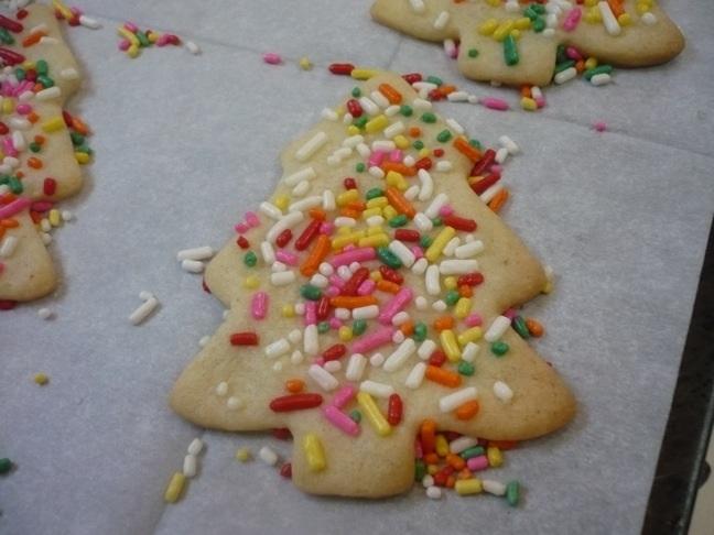 Cutout cookie tree sprinkles