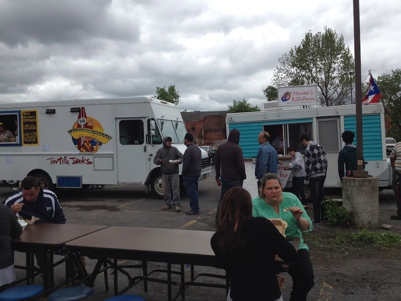 Food truck rodeo scene